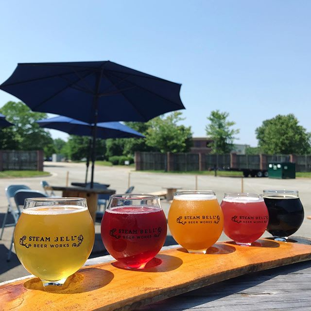 What better Sunday plan than a flight in the sun! The Grate Cheesini is here for the grub, and Pat O'Brien is on the mic at 3p. See you soon! #steambellbeerworks #flight #rvabeer #sunshineyday #grilledcheeseislife #livemusic