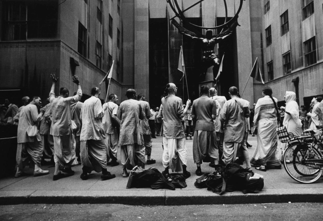 15_29_Monks gathered on a street_Dan Wynn Archive.jpg