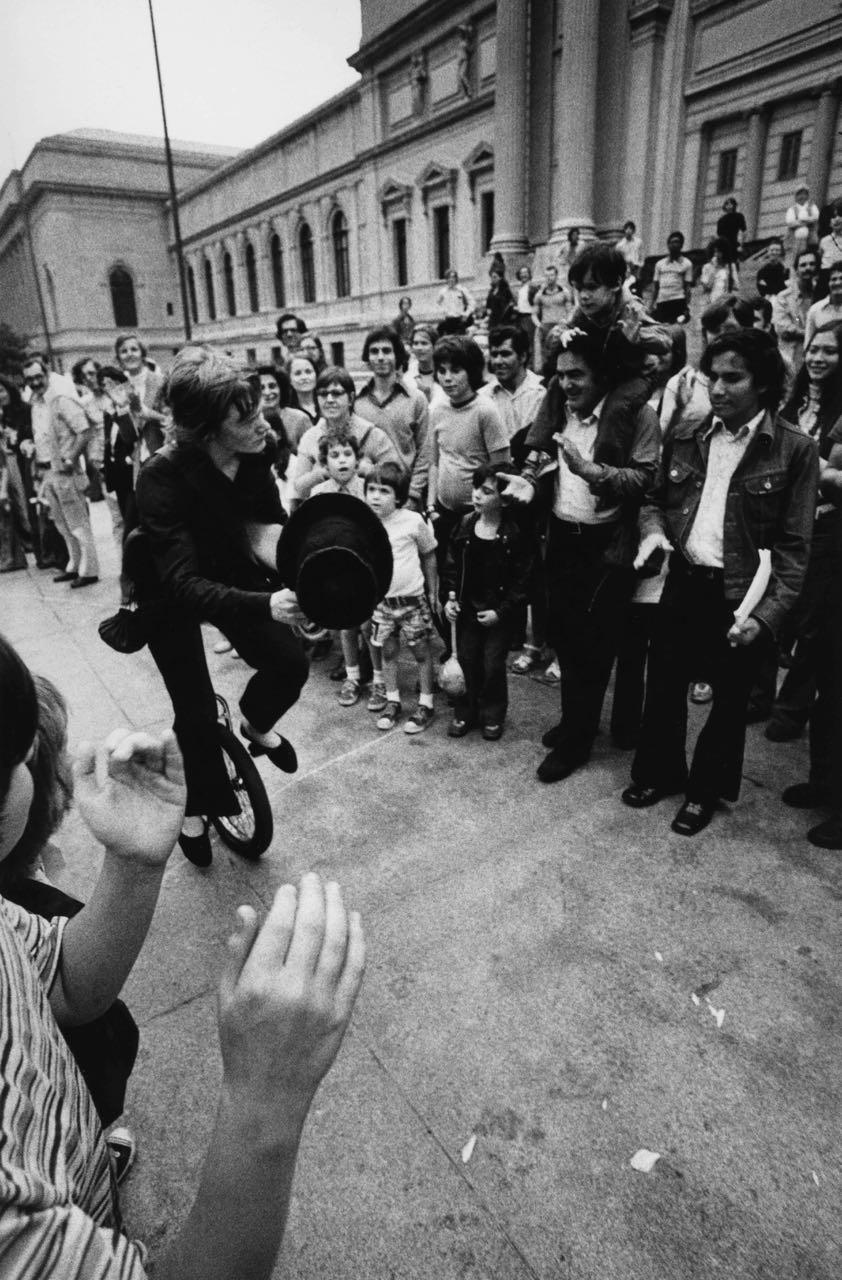 15_33_Street Performer_Dan Wynn Archive.jpg
