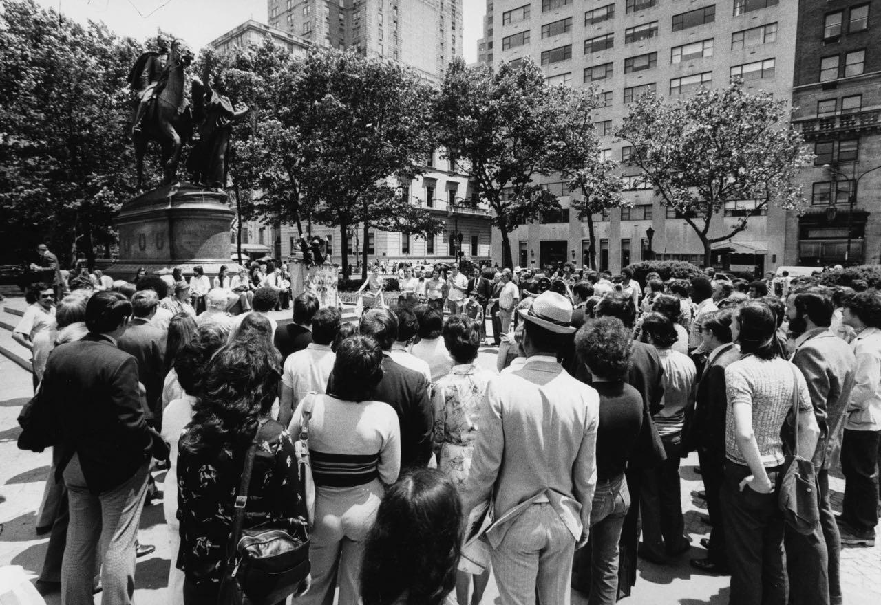 15_34_Pedestrians gathered on the street watching an act_Dan Wynn Archive.jpg