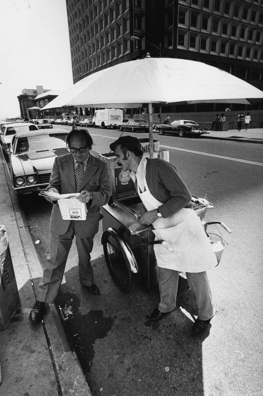 15_41_Street vendor and business man_Dan Wynn Archive.jpg