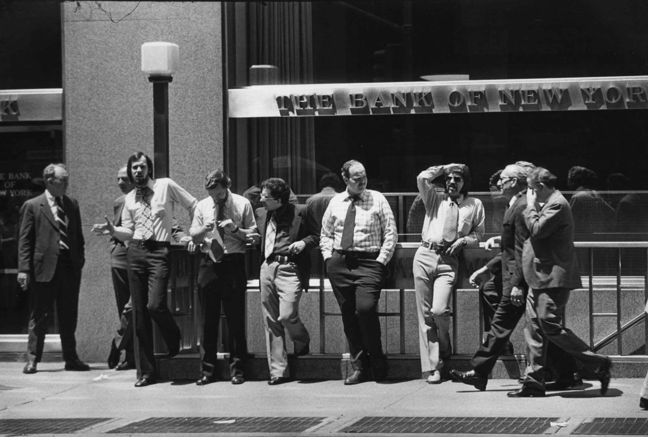 15_46_Business men outside of the Bank of New York_Dan Wynn Archive.jpg
