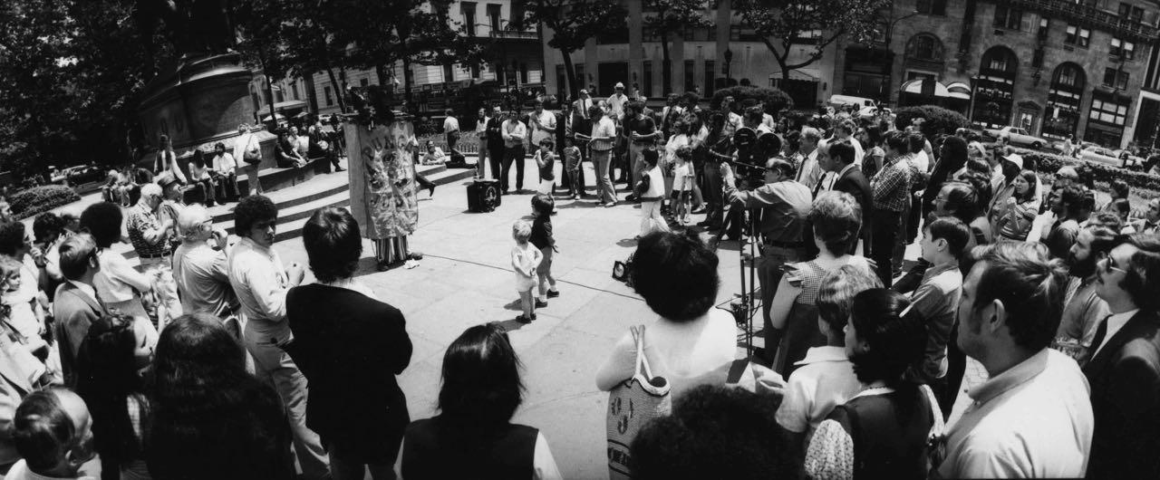 15_52_Pedestrians gathered on the street watching an act #2_Dan Wynn Archive.jpg
