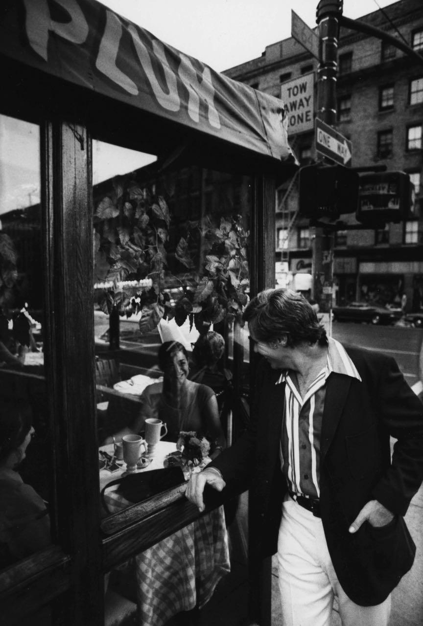 15_9_Man looking into the window of a restaurant #2_Dan Wynn Archive.jpg