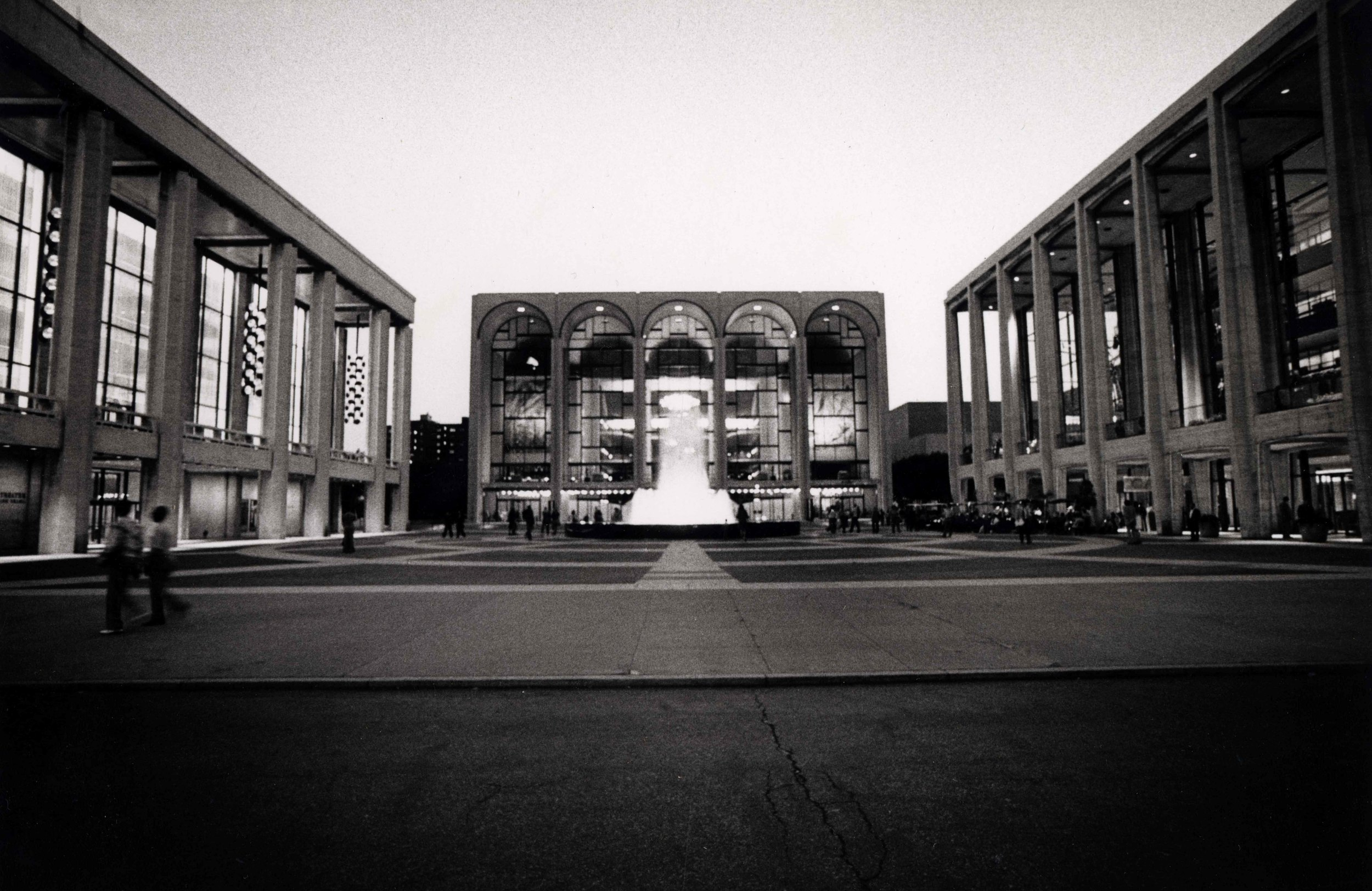 15_86_View of three building with fountain in the middle_Dan Wynn Archive.jpeg