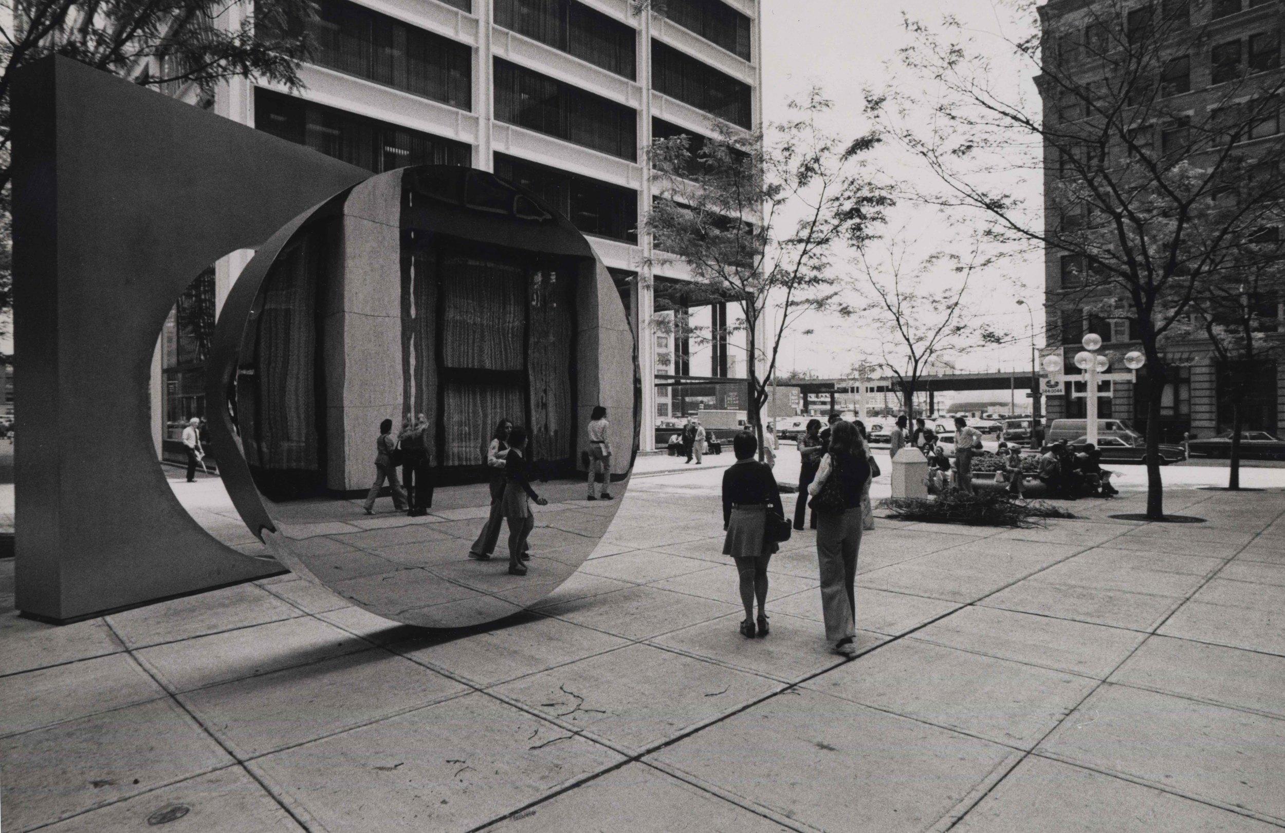 15_91_Reflective sculpture on the street_Dan Wynn Archive.jpeg
