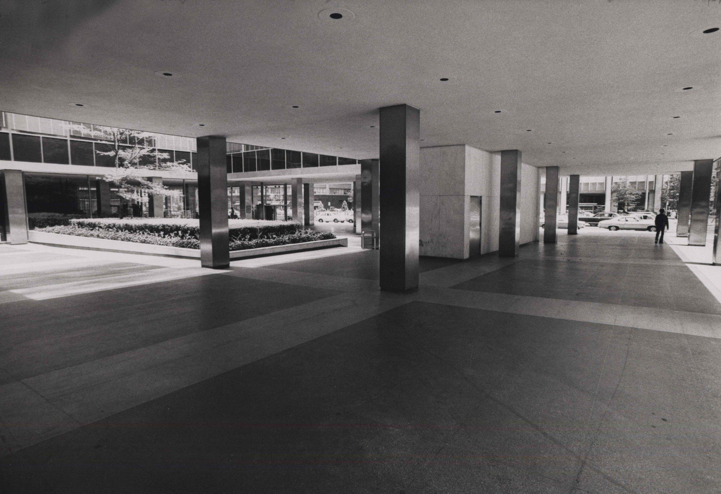 15_97_columns of a building_Dan Wynn Archive.jpeg