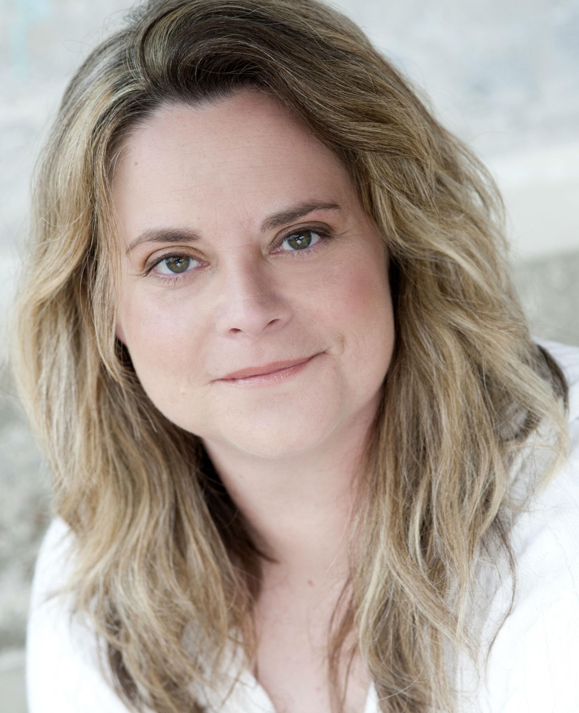 Cindy Jackson as Sheriff Lisa Hughes