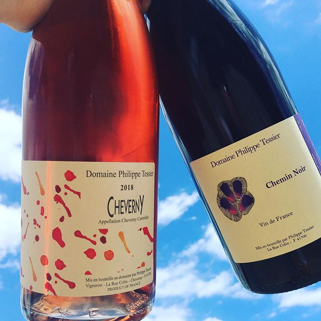 After two extremely difficult vintages in 2016/2017, the delicious wines of Philippe Tessier are now back in stock! Featured here are two new labels for us (in addition to the classic Cheverny wines). From young vine Pineau d'Aunis, Chemin Noir really jumps out amidst the whole lineup. Really interesting citrus and white pepper notes made in a super light style making it perfect as a chilled Summer red. And of course the Rosé is 🤤#cheverny #welcomeback #philippetessier