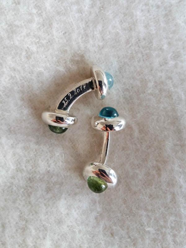 ManschettenknöpfeCufflinks - Silber mit grünem Turmalin und Aquamarin und HandgravurSilver with green Tourmaline and Aquamarine, hand engraved