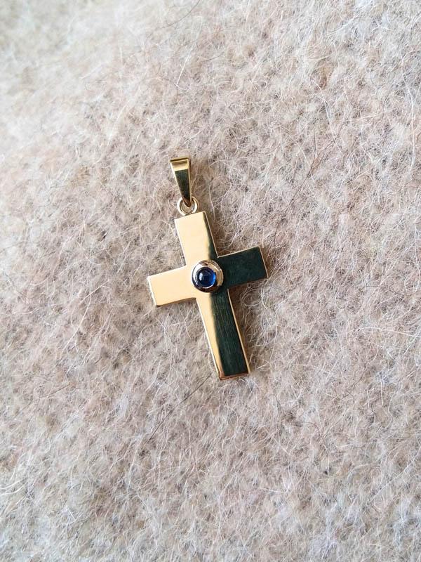 TaufgeschenkBaptism Gift - 18 Karat Gelbgold, diamantierte Ankerkette und Kreuz mit Saphir und Handgravur18 Carat Yellow Gold Necklace and Cross with Saphire, hand engraved