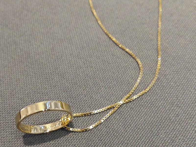 JubiläumsRingAnniversary Ring - 14 Karat Gelbgold Karreekette und moderner Ring mit Handgravur14 Carat Karree Necklace and Modern Ring, hand engraved