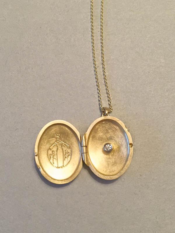 MadonnenMedaillonMedaillon - Ankerkette, Medaillon 18 Karat Gelbgold mit handgravierter Schutzmantelmadonna und