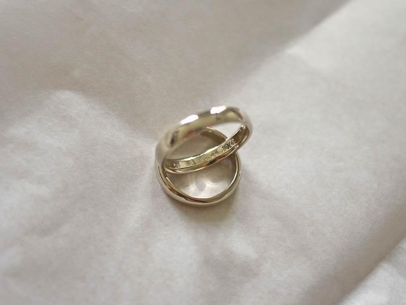 EheringeWedding Bands - 18 Karat Weißgold mit Handgravur18 Carat White Gold, hand engraved