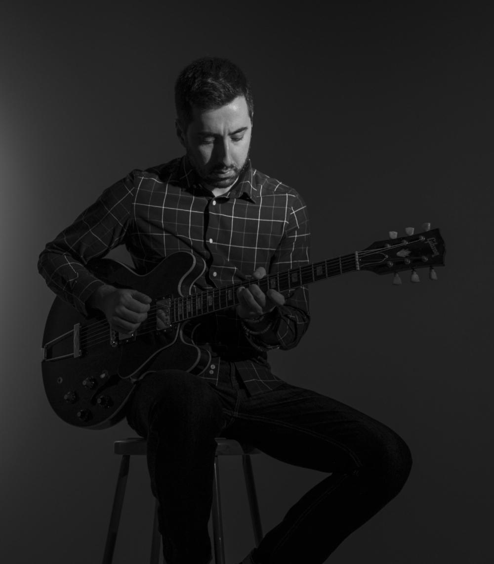 Guitarist Steve Bilodeau. Photo by Danielle Tolson.