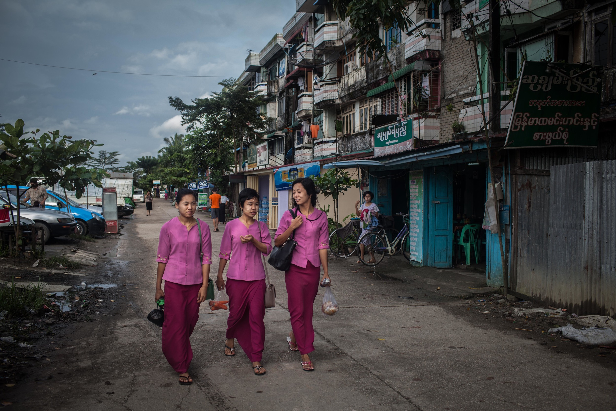 Garment workers walk to their dormitories in Yangon. (Credit: Lauren Decicca)