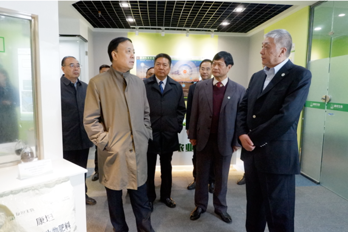 Mr. Weihua Wu, Vice Chairman of the National People's Congress (front row left) at the Kiwa's headquarter in Yangling to learn more about the current agriculture situation and the development of the company.