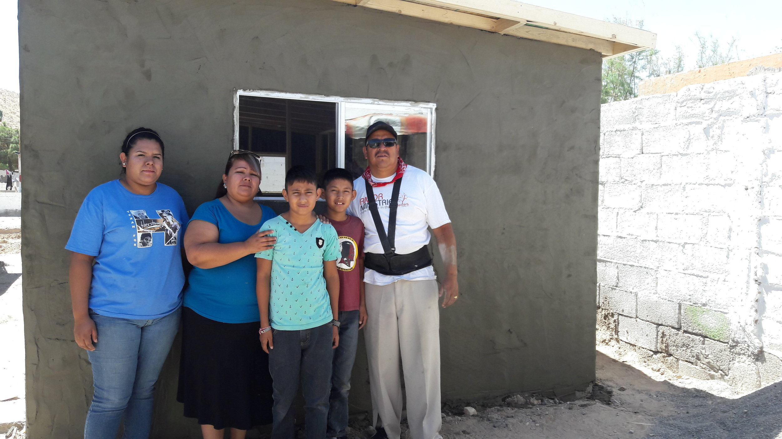 Familia Torres Gutierrez Despues (2).jpg