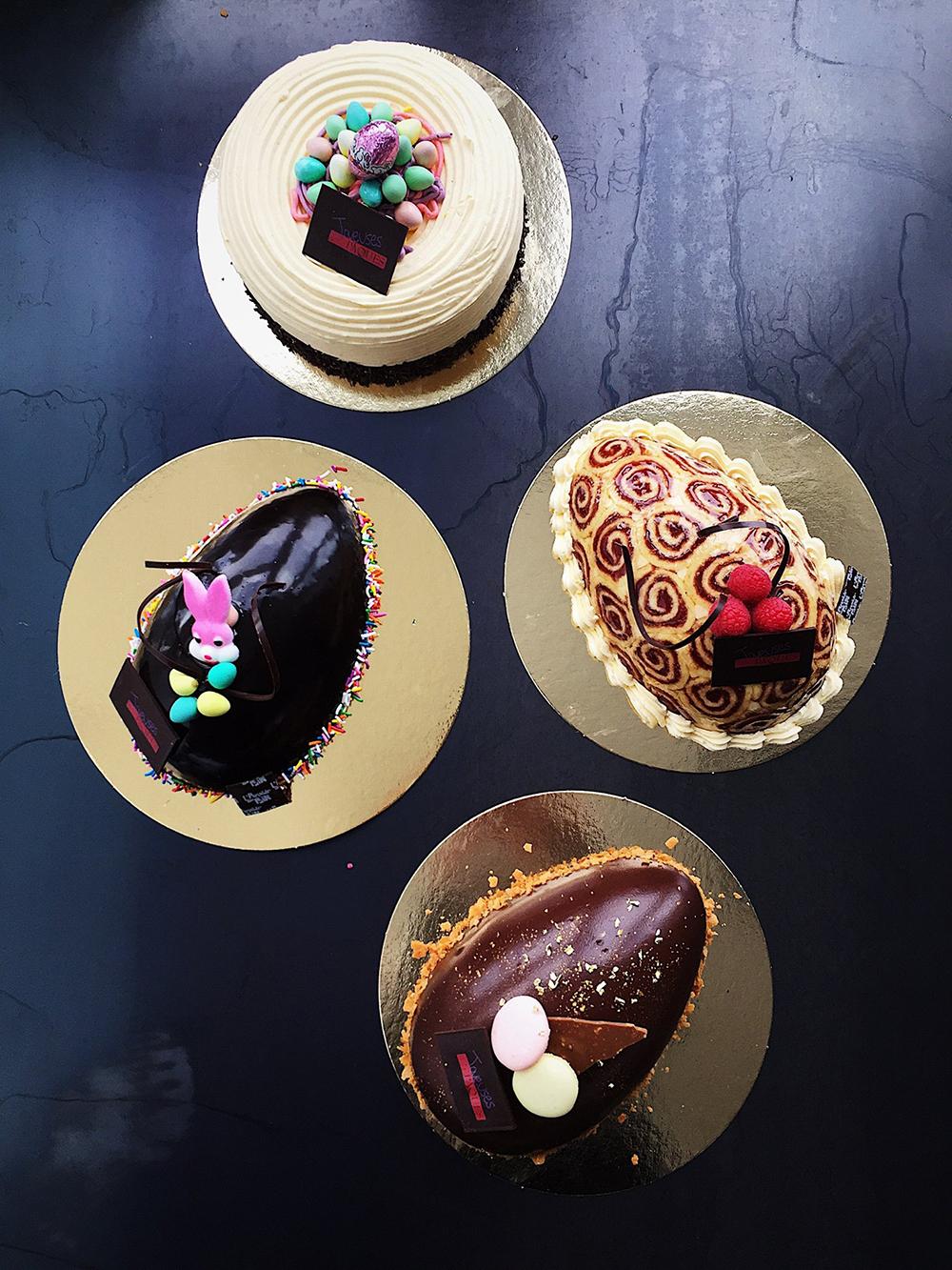ŒUF ROYAL 6-8 pers. (en bas) -36,45 $  Composition royale classique  ŒUF CASINO 6-8 pers. (milieu droit) -36,45 $  Rouleau amandes et framboises, mousseline Kirsch.  ŒUF MOUSSE CHOCOLAT 6-8 pers. (milieu gauche) - 36,45 $  Intérieur mousse au chocolat et nappage de chocolat.  NID À LA CRÈME AU BEURRE 6-8 pers (en haut) -27,95 $  Gâteau crème au beurre à la vanille.  TARTELETTE CHOCOLAT –6, 15 $  Fond sucré, ganache au chocolat et sa mousse chocolat  CUPCAKE VARIÉ –4, 85 $