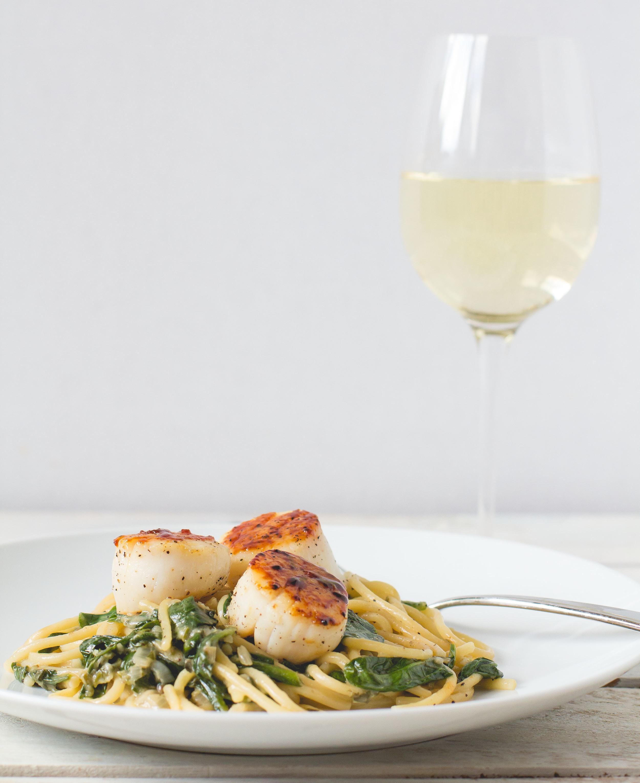 Seared Scallops with Lemon-Spinach Pasta | Sarah J. Hauser #pasta #scallops #lemon #weeknightmeal #seafood