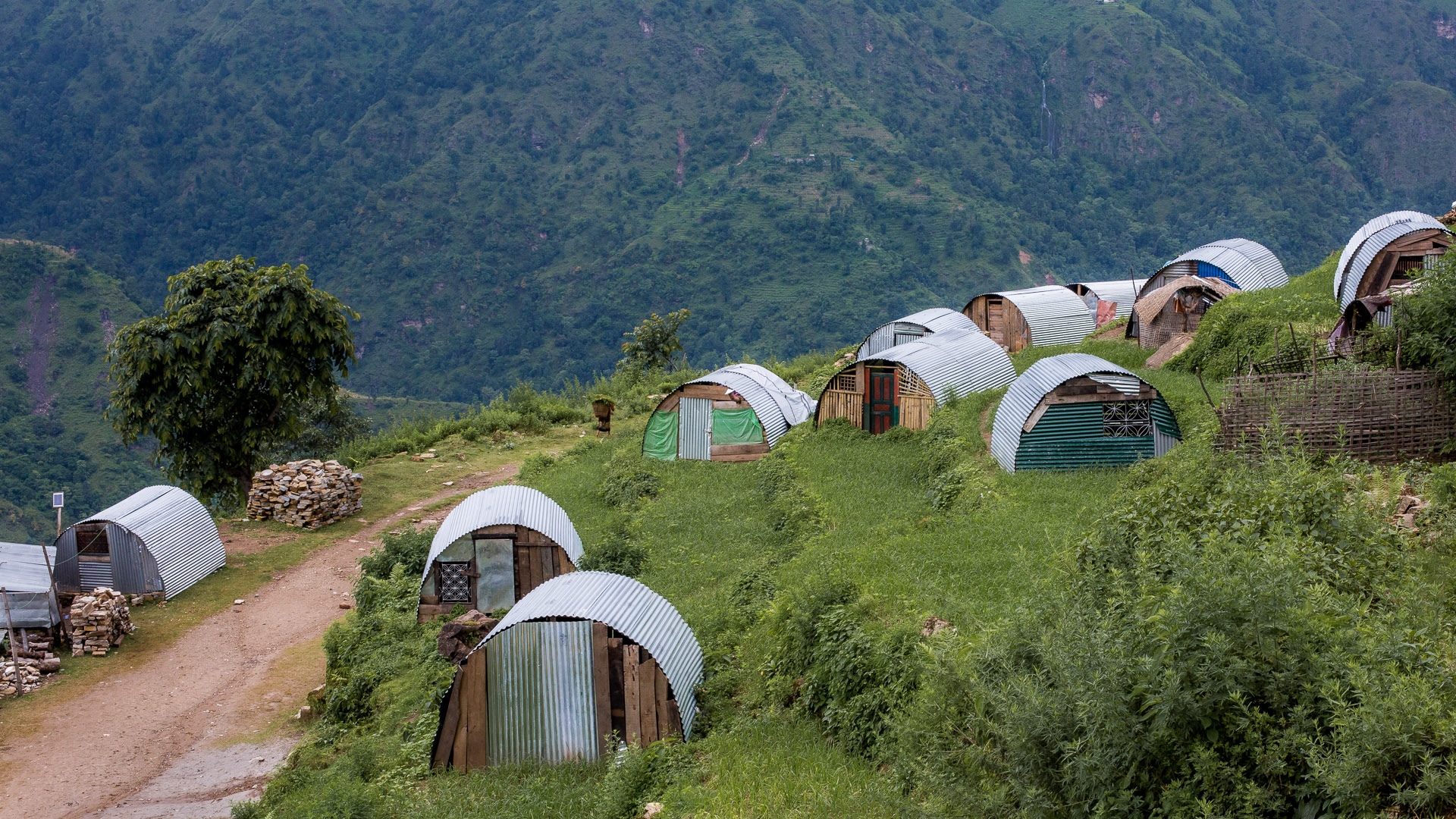 Earthquake proof temporary shelters in Mandre.