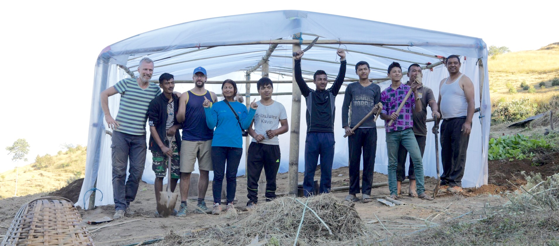 After finishing the greenhouse with the teachers of the school in Goiri.