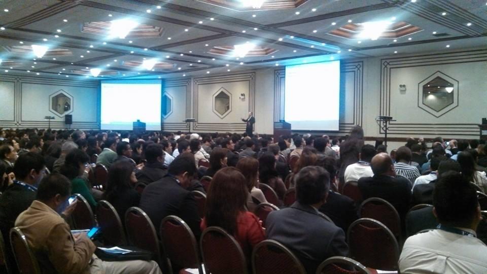 """Jim Emerick, exponiendo en un salón repleto [speaking to a """"full house""""]. Congreso PMI 2014, Lima, Peru."""