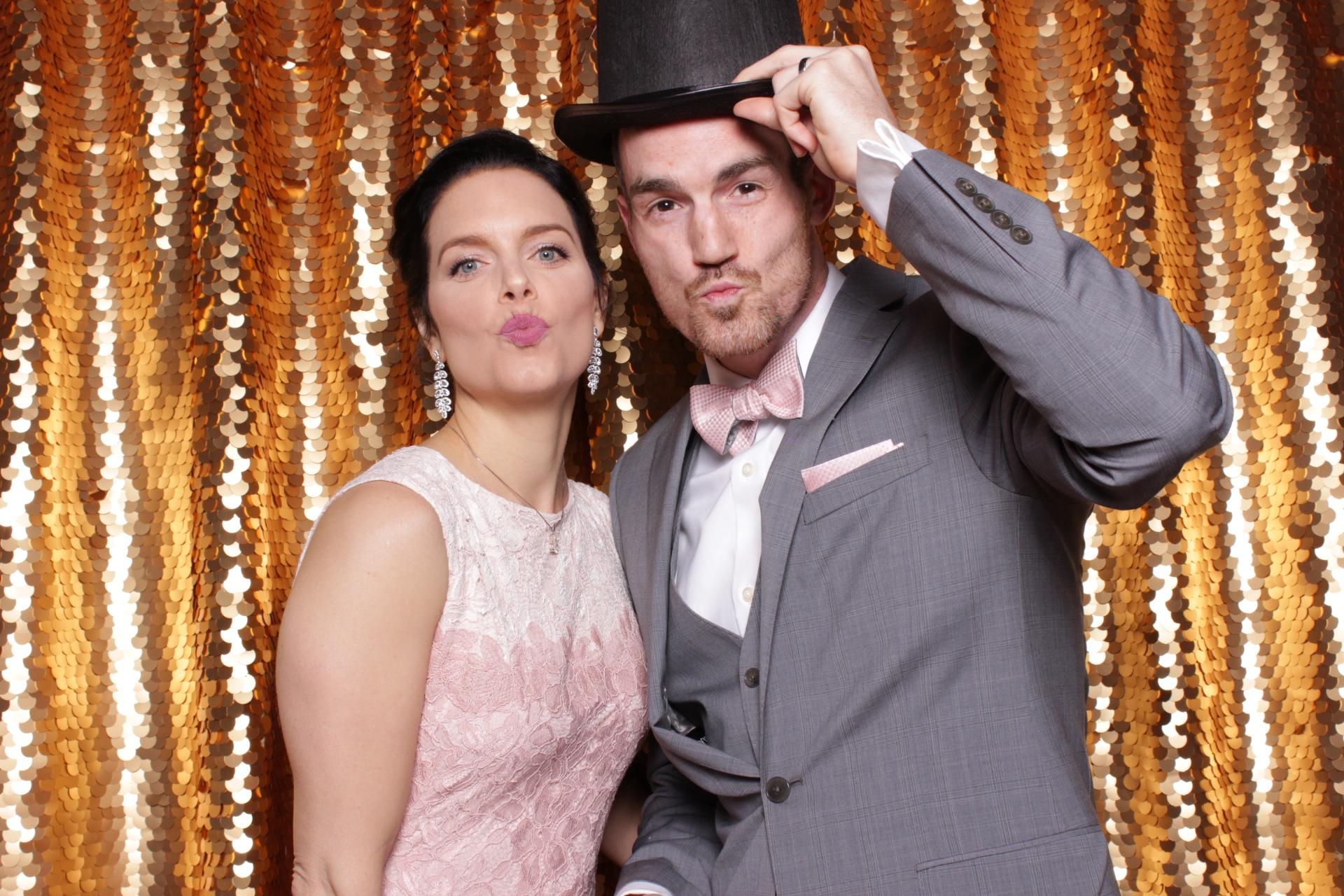 LYLE + DESIREE WEDDING | HOT PINK PHOTO BOOTH