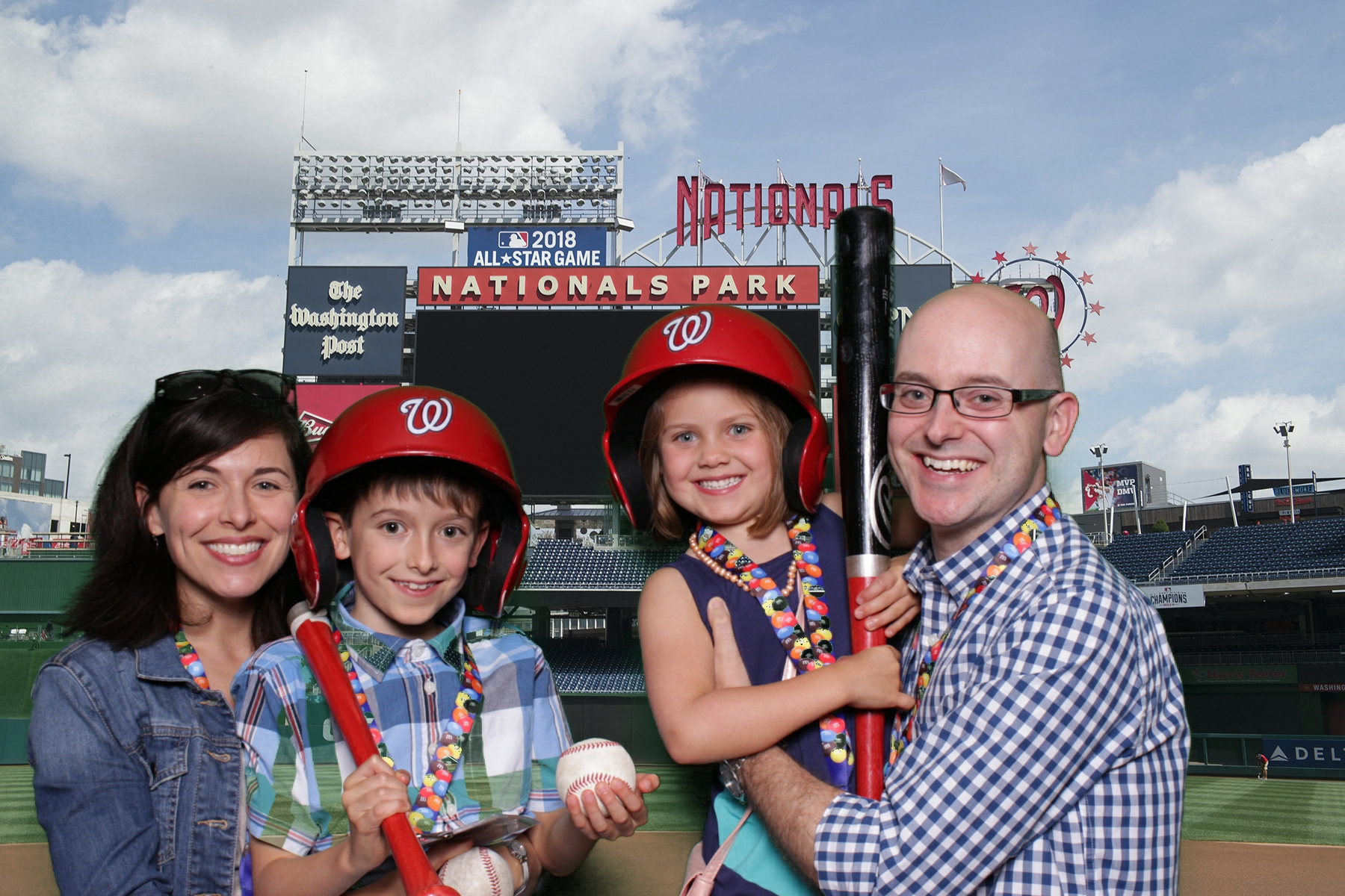 OPERA IN THE OUTFIELD | HOT PINK PHOTO BOOTH