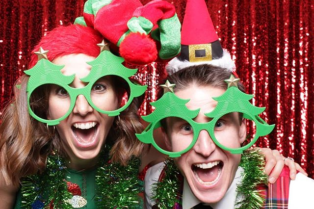 Who's excited for all the holiday parties?!?! #hotpinkphotobooth