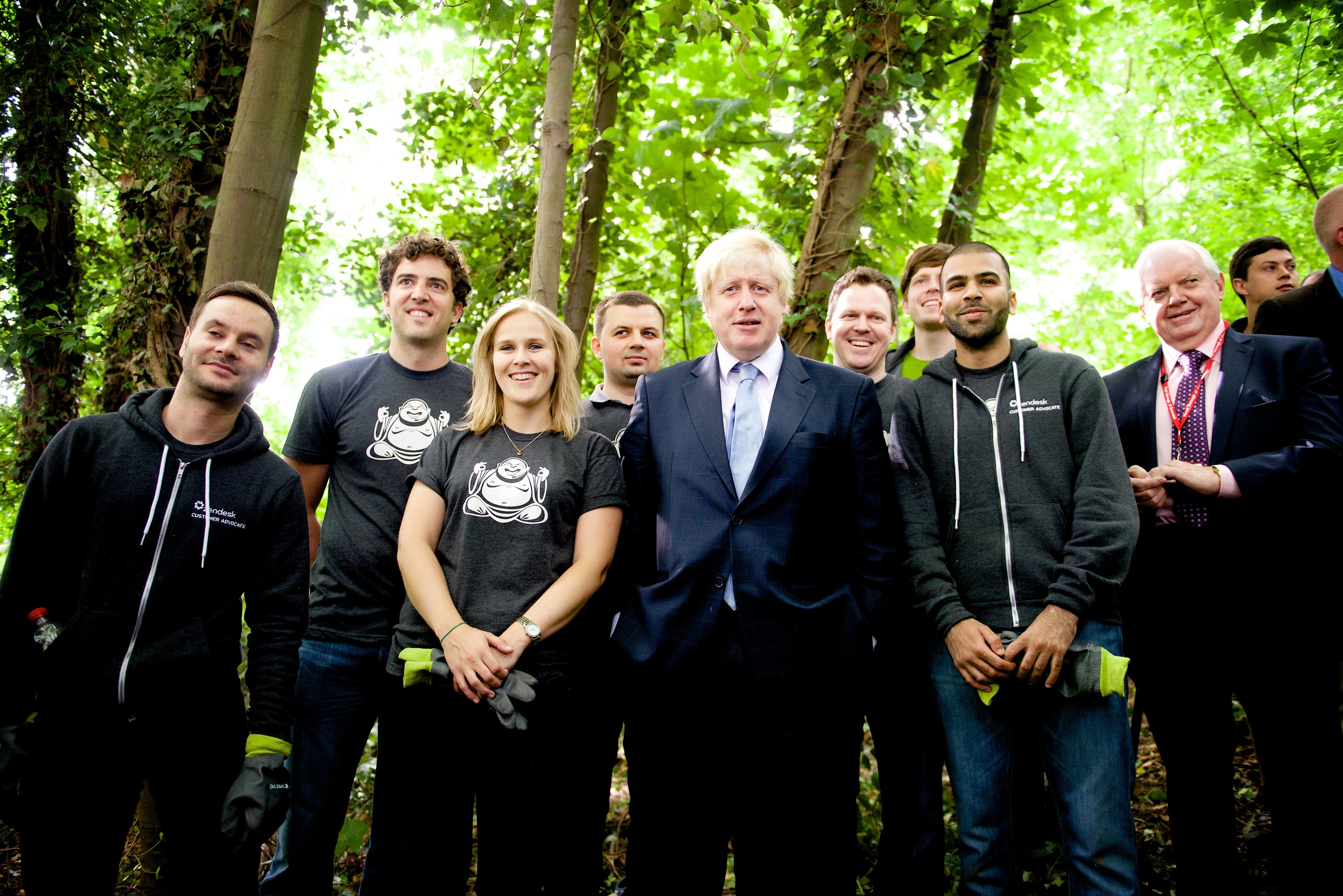 Zendesk employees in London had the opportunity to be a part of a big milestone for Team London  – 100,000 volunteers now volunteering in their local communities as part of Team London. Along with the Mayor of London, Boris Johnson,  they visited the Wide Horizons Centre to help rebuild a pond into an open green space.