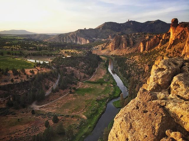 Sending temps even after the sun goes down. Sooo like 85 degrees. 👌🏽 #smithrock