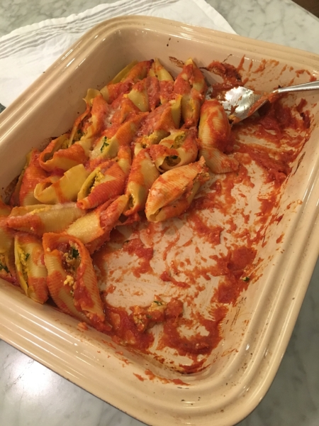 I'm serving these amazing pumpkin stuffed shells the night before the annual Thanksgiving Turkey Chase 10K and 2 mile fun run/walk.