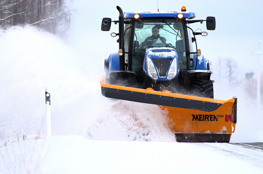 tractor for snow removal in wintwer