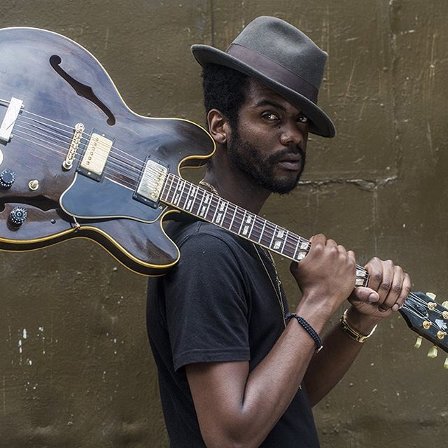 One of my favorite pics of this Austin 🇨🇱legend 🎸Gary Clark Jr @garyclarkjr is in SanAntonio tonight‼️At Aztec theatre. If your in SA today go check out a great show! A guaranteed smash show I promise. #garyclarkjr #austin #blues #loveblues #bluesmusic #guitar #guitarlegend