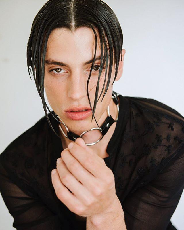 🖤 @unofficialkris 🖤 for @crom_magazine  Photographed by @enfoque_lumiere  #wardrobe @sir_t0n  #grooming by Me using @milkmakeup + @hairstorystudio ••• #hairstylist #sleek #centerpart #meninmakeup #mensgrooming #skin #malemodel #choker #thewetlook #hairstory #undresselahaird #losangeles #androgynous