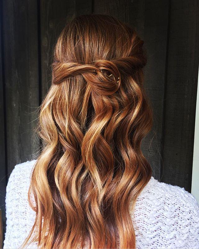 ✨➰〰️➰✨ Simple + Sweet wedding hair for the understated boho bride. ••• Book Now  www.angelvprado.com ••• #avpbeauty #waves #halfup #redhead #bridalhair #weddinghair #upstyle #downstyle #twist #redcarpetready #awardseason #ginger #neuma #neustylinggelée #samvilla #blowdryer