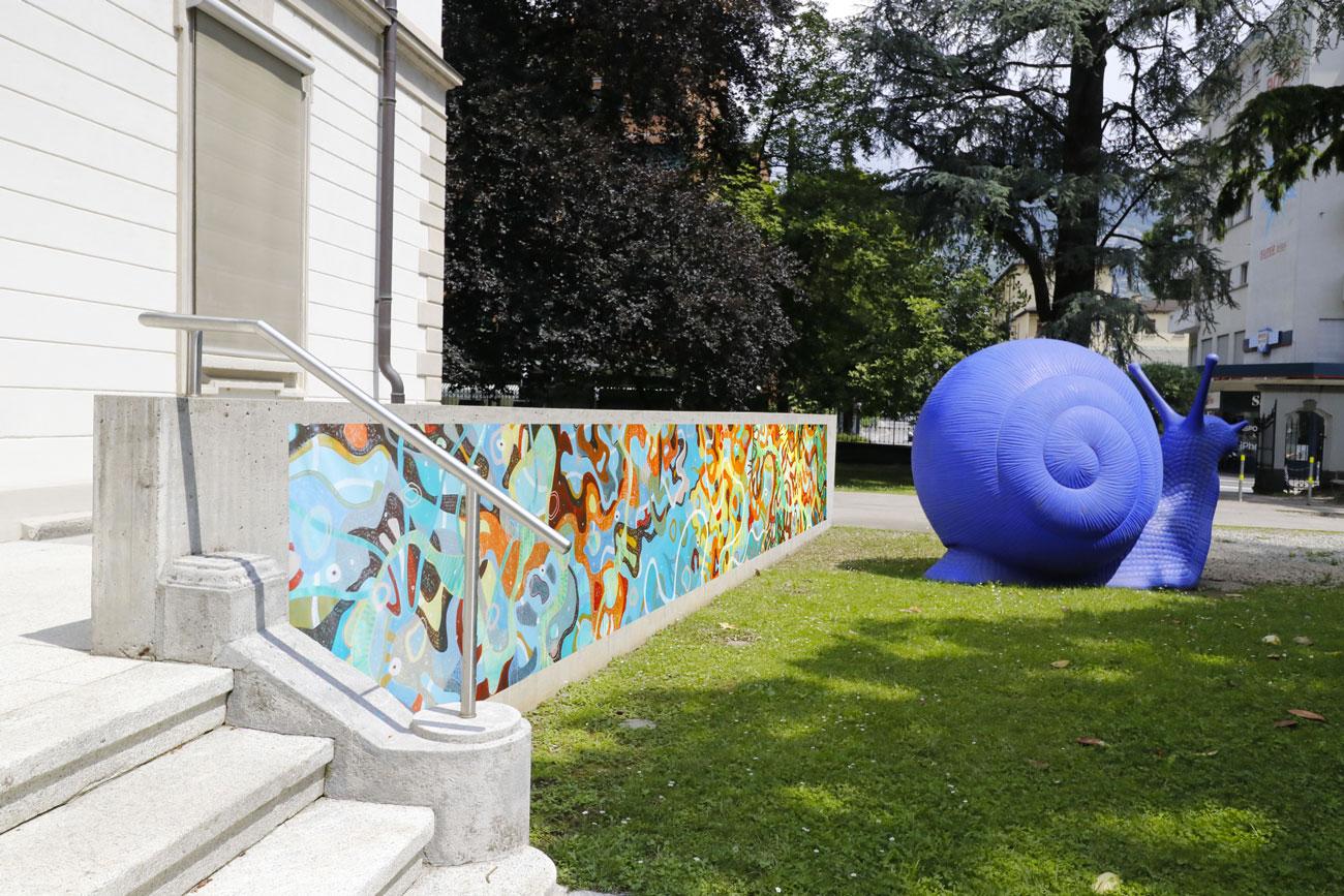 Fotomontaggio: #VENUS applicato sul parapetto di Villa Carmine a Lugano, dim. lunghezza metri 10.