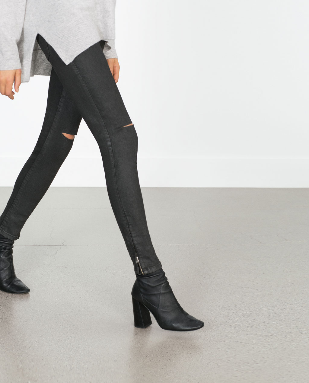 Mid Rise Coated Jeans €25.99 REF. 7147/223