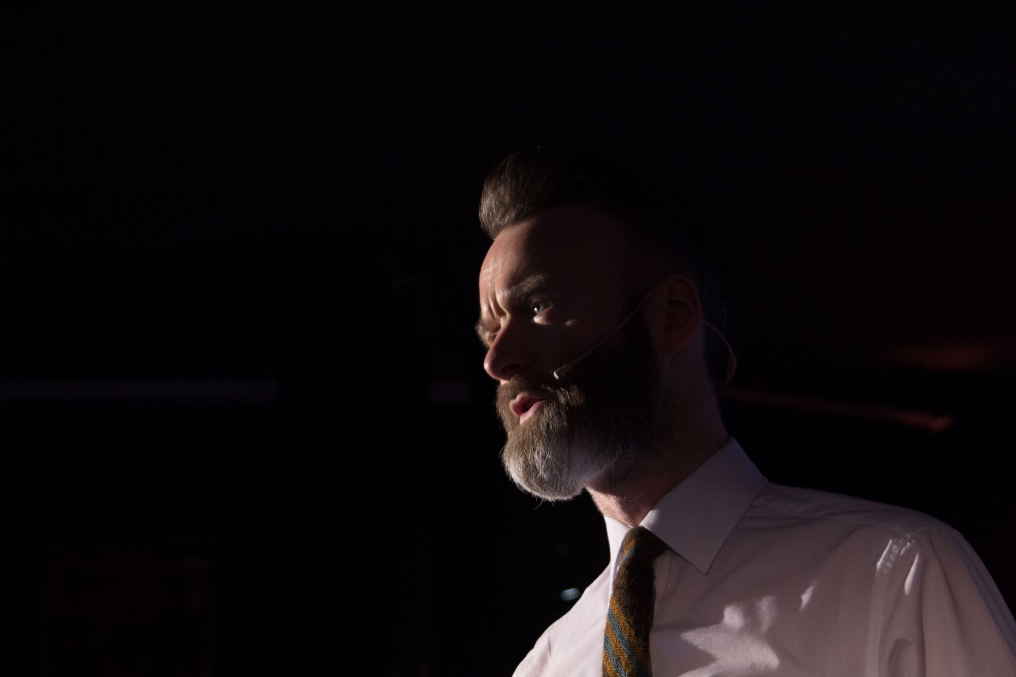 – Our industry should reflect our society. Manager, bookingagent og foreleser Andy Inglis krydret dagen med personlige anekdoter fra et langt liv i musikkindustrien. Foto: Lasse Fosshaug/NOPA