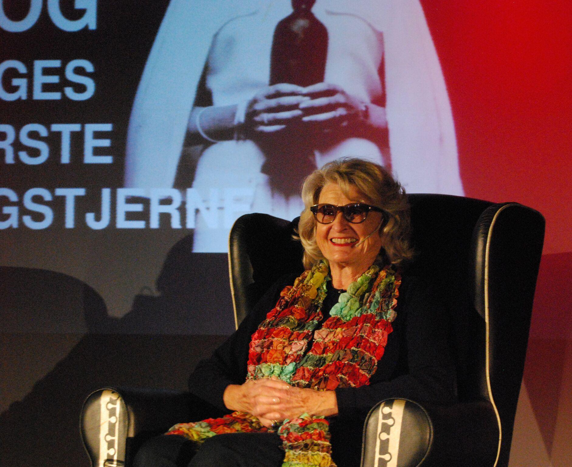 Sangpionér Karin Krog deler raust av anekdoter fra egen karriere. Foto: Camilla Slaattun Brauer/Balansekunst