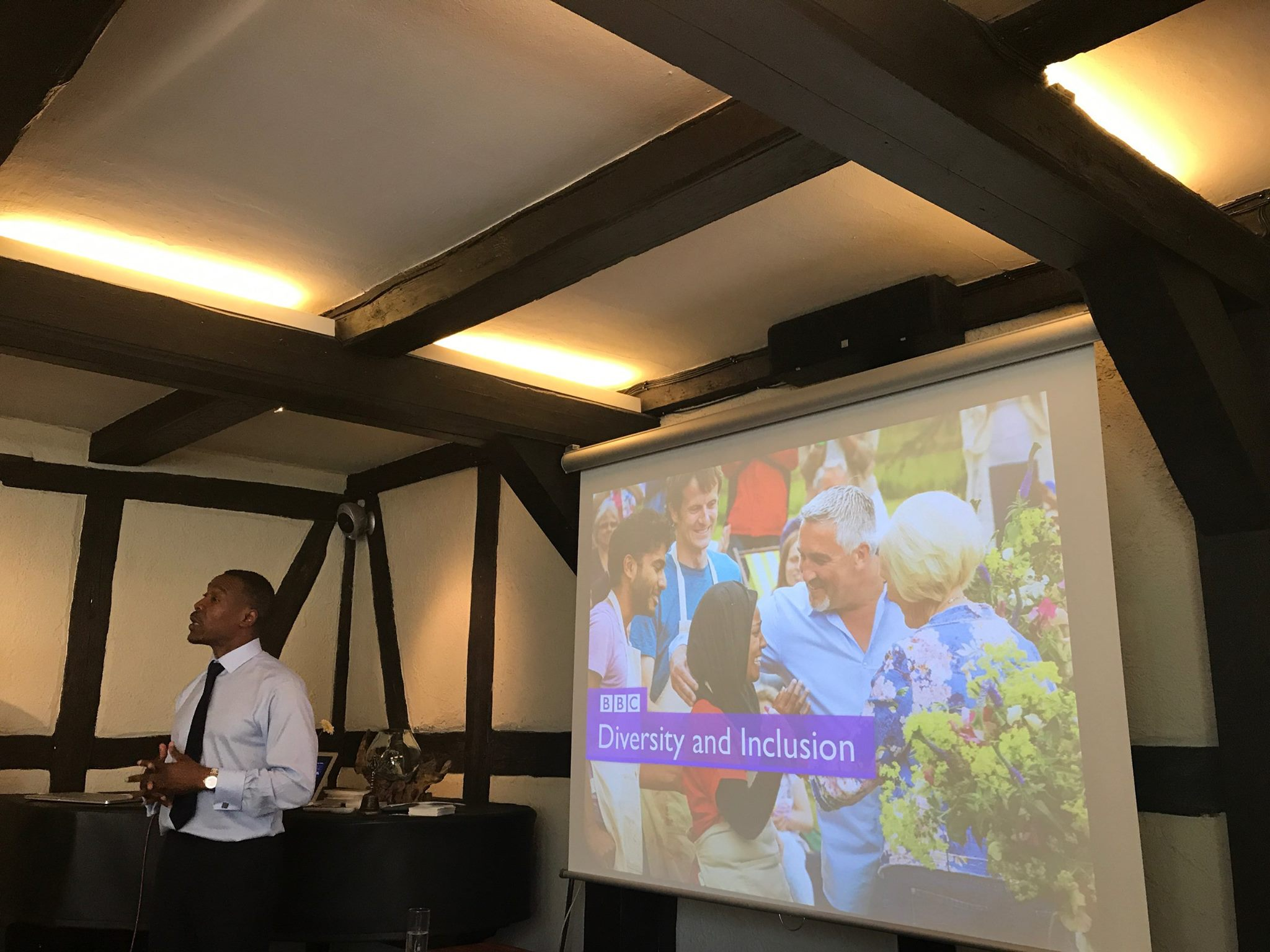 """Tunde Ogungbesan fra britiske BBC er leder for deres mangfoldsprogram. """"We want diversity and inclusion to be business as usual at the BBC and at the heart of everything we do on- and off-air."""", sier han."""