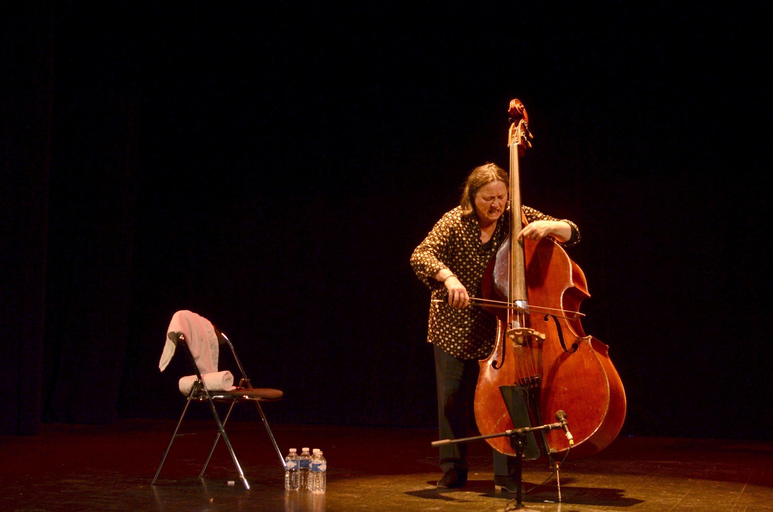 Foto:Joëlle Léandre på Jazz à L'Étage #3  ( Jean-Daniel Pauget ,  CC BY 2.0 )