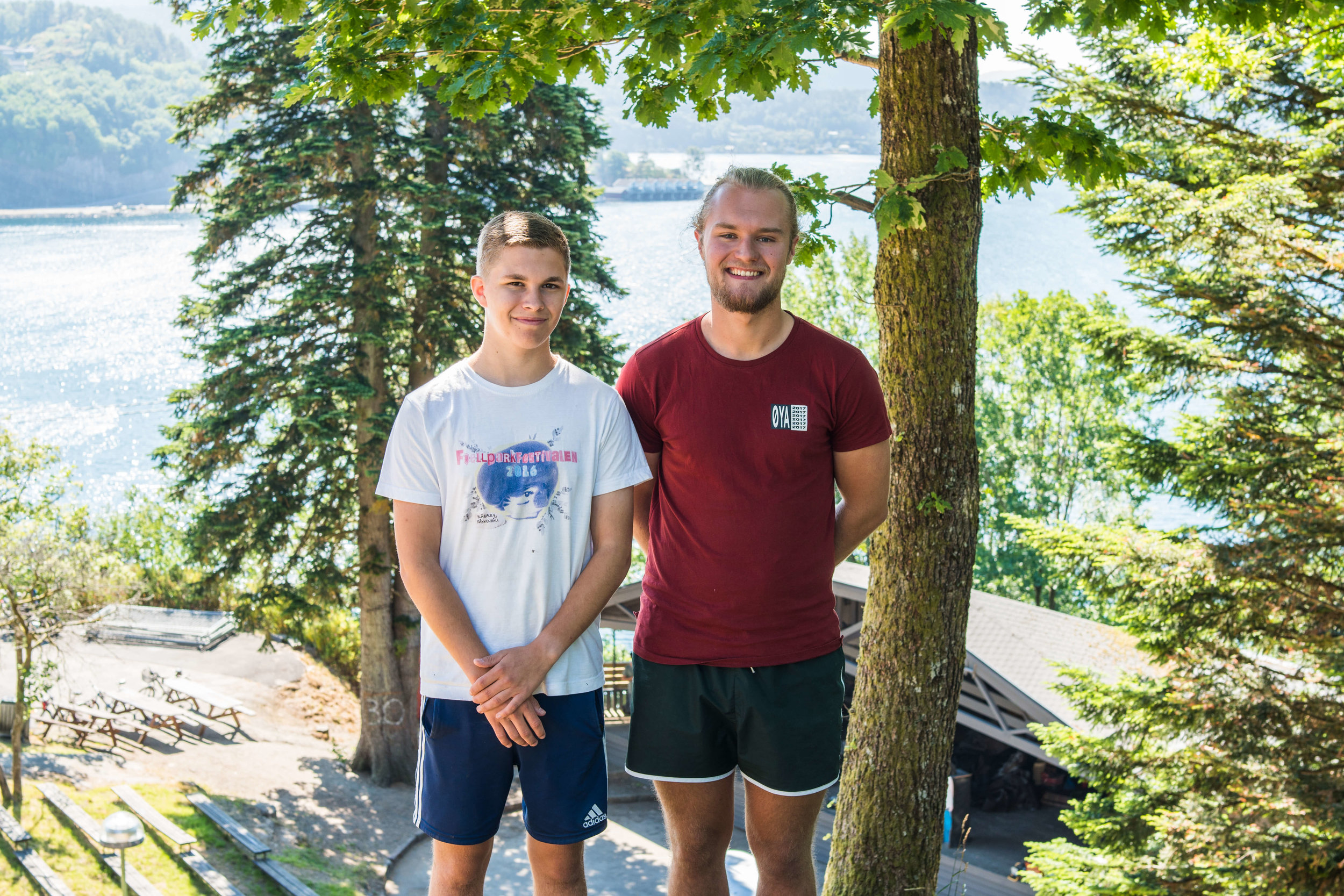 Presseansvarlig Aksel Skage Myhre og festivalsjef Simen Berrefjord ønsker seg flere unge musikkinteresserte i Flekkefjord.  Foto: Fjellparkfestivalen.