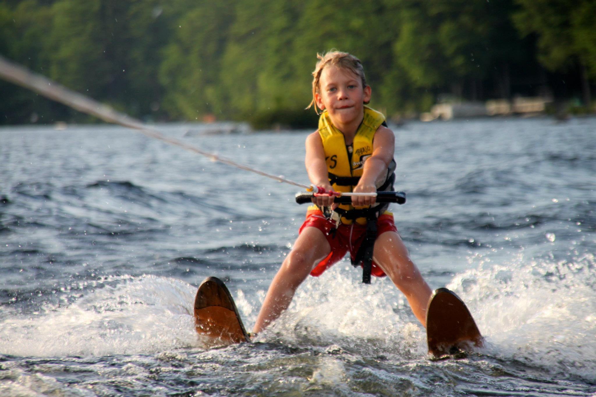 Water Ski * -