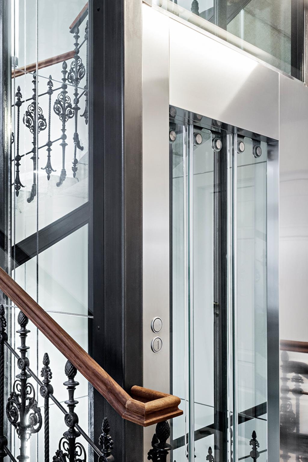 LIFT IN EXISTING BUILDING Door detail
