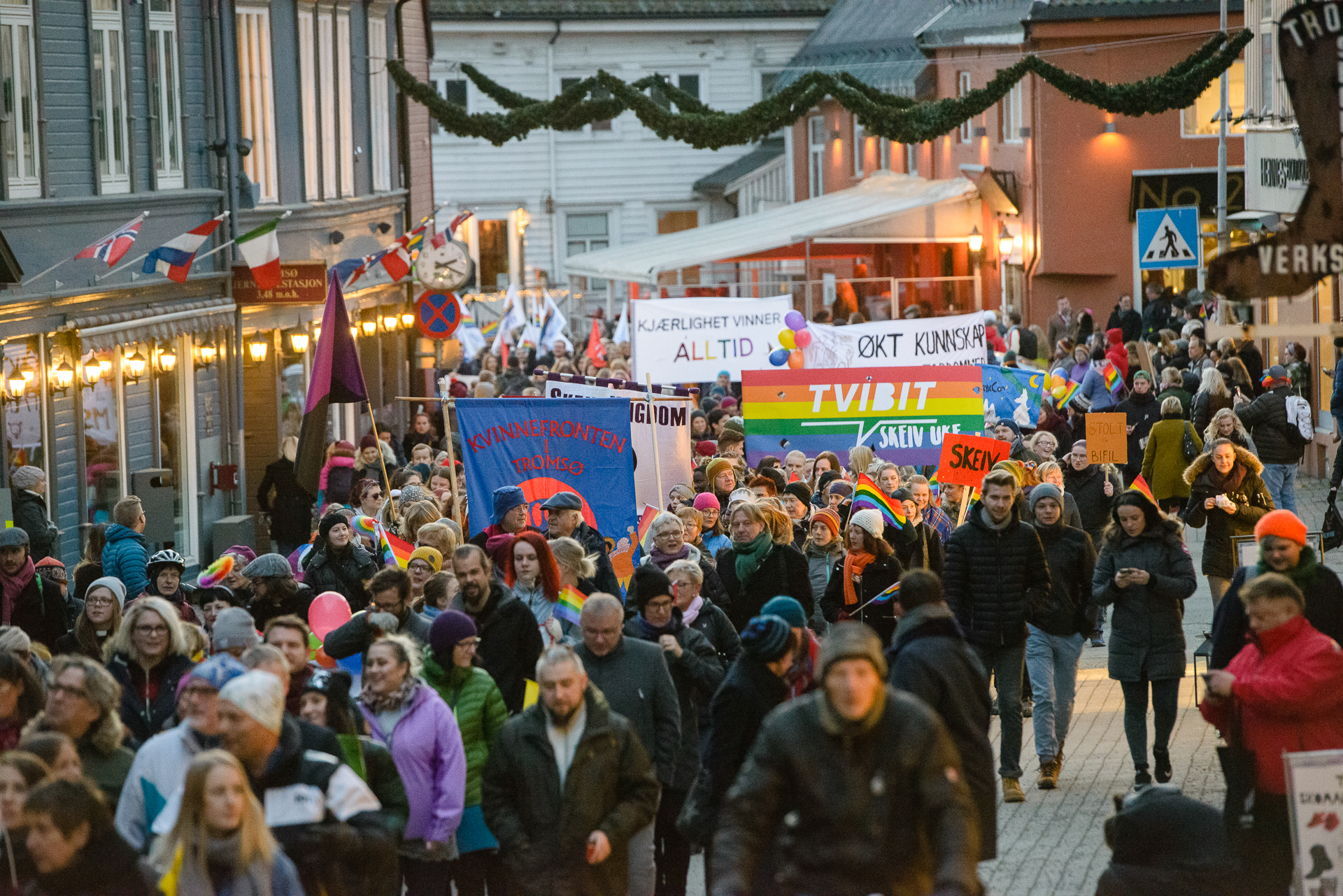 Rundt 4000 mennesker deltok i paraden. Foto: Lars Åke Andersen.