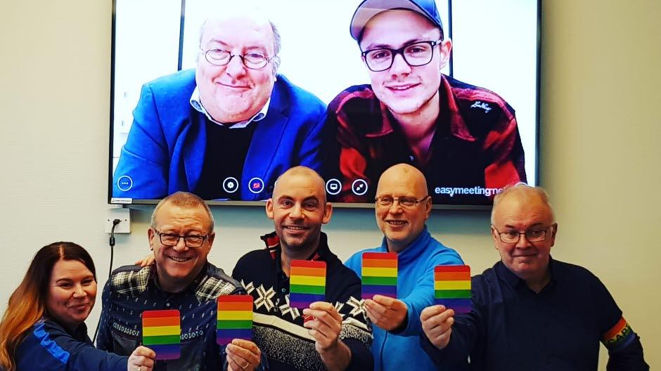 Mottakere av årets Homofrydpris er    Troms Idrettskrets, Troms Fotballkrets    og   Tromsø Idrettsråd   .