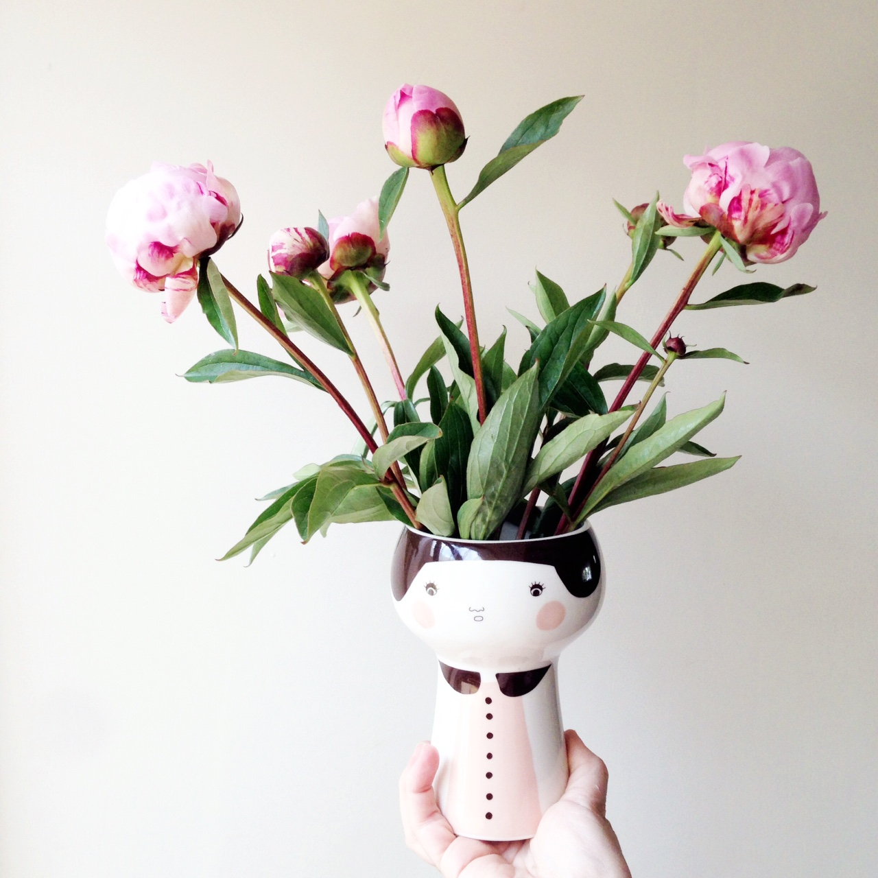 Single stems or bountiful blooms, peonies are always a good idea, no?