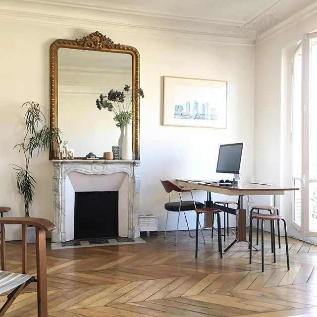 Good morning from Paris. It's going to be a hot one. We're off out exploring. Well, after coffee, naturelement! #sittingroom #herringbonefloor #stylishrooms #travellingwithkids
